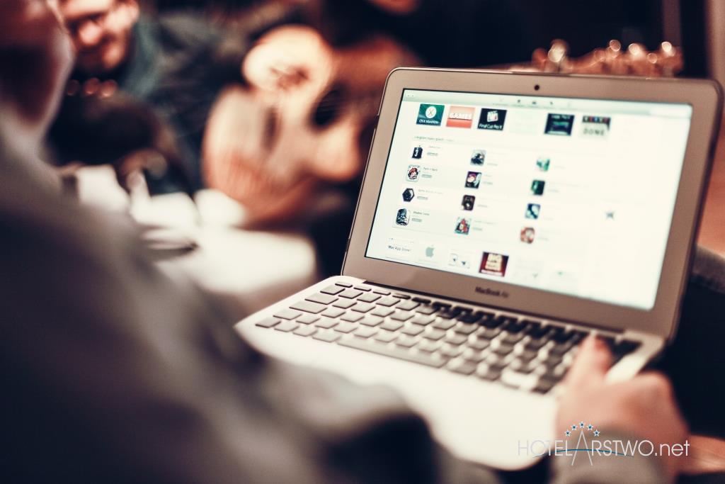 bezplatne-wifi-w-hotelu-jak-czerpac-z-niego-korzysci_hotelarstwo.net