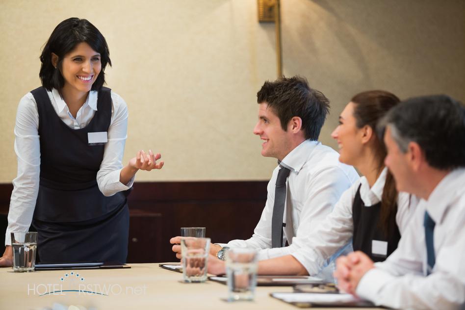 kompetencje-komunikacyjne-pracownikow-hotelu_hotelarstwo.net
