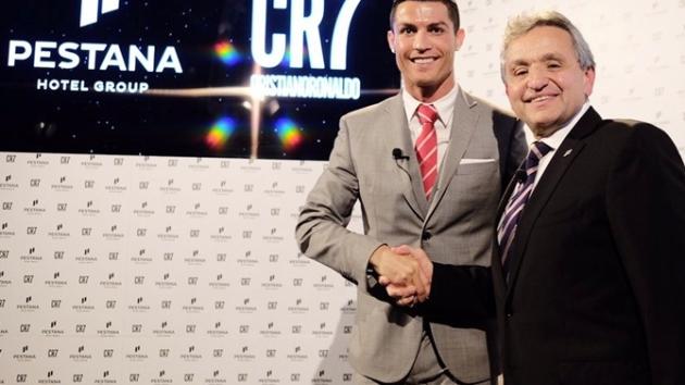 Poranny brief: Zamówienia room service za pomocą emotikonów, Cristiano Ronaldo inwestuje w Pestana Hotels